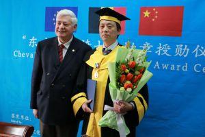 清华大学美术学院韩敬伟传授荣获比利时东方艺术骑士勋章