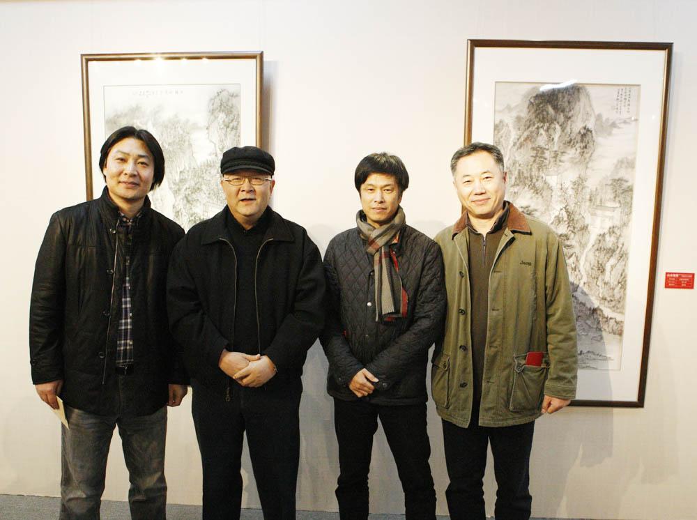 石峰照片(左起)石峰.龙瑞.赵卫.刘罡