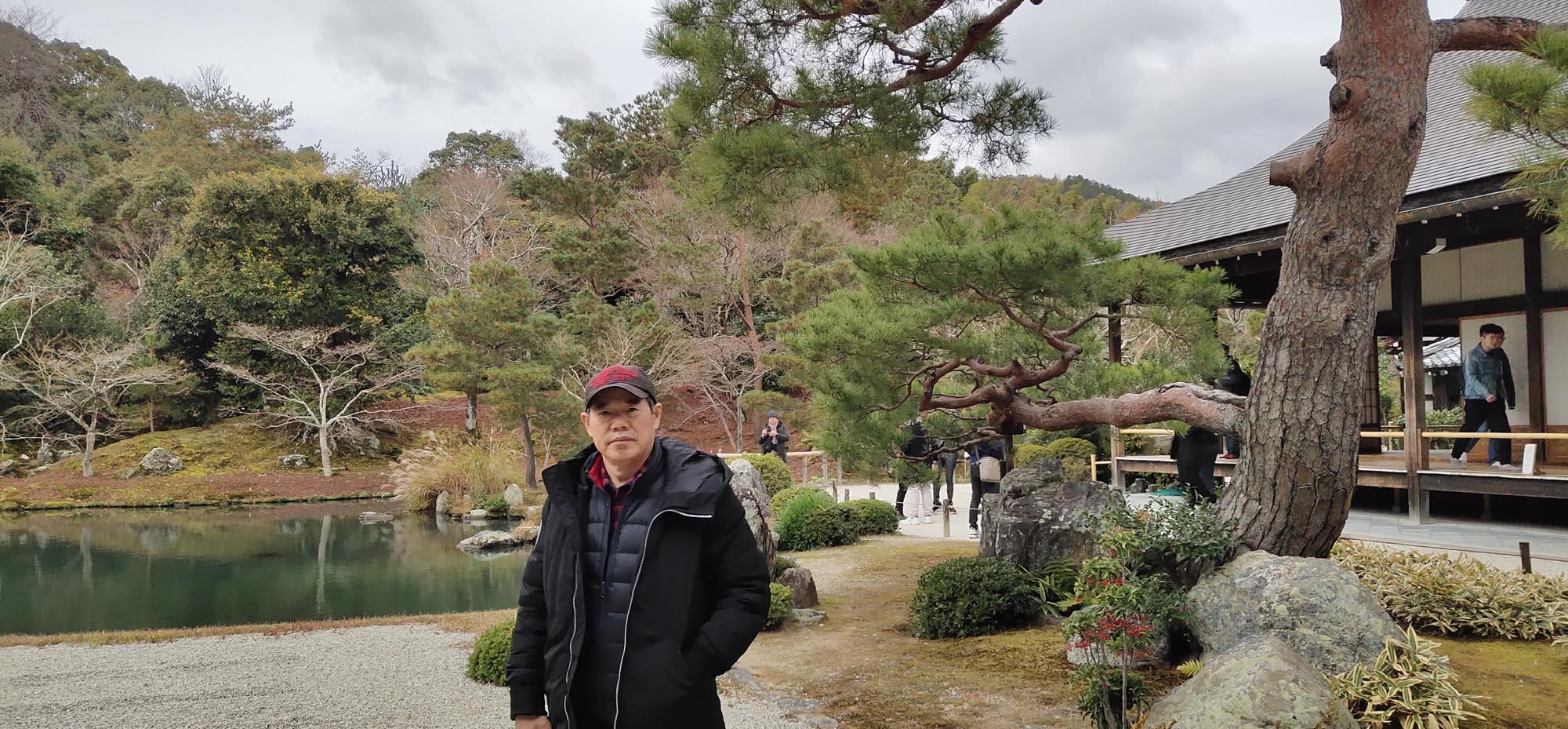 周逢俊照片在日本京都