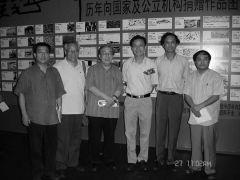 优乐娱乐官网照片与汪校长,袁先生,刘巨德等在画展上