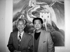 优乐娱乐官网照片校庆40周年与吴冠中先生合影