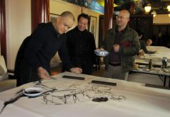 李东星活动照片2012年春和史国良、李晓柱在正觉寺笔会。
