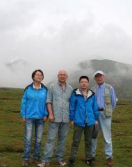 李东星活动照片2012年和著名画家王孟奇、王平、盛鸣及西宁画院院长田昕在青海湖。
