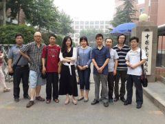 李东星活动照片2013年6月28日在中国艺术研究院和同学合影。