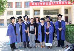 李东星活动照片2014年7月11日从中国艺术研究院毕业,和部分同学合影