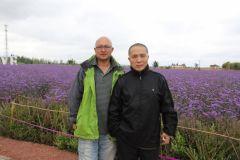 李东星活动照片2014年10月陪同江苏画院院长周京新在宁夏采风。