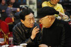 石峰照片吕章申与龙瑞交谈