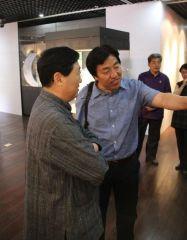 马硕山照片国家博物馆馆长吕章申先生参观展览