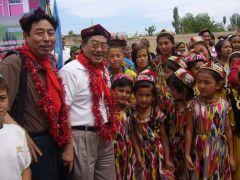 苗再新照片2006 新疆伊宁爱心活动05
