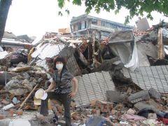 崔虹照片2008灾区512大地震10