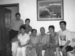 优乐娱乐官网照片与家人在一起