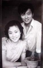 优乐娱乐官网照片81年的我和妻子