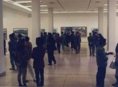 韩敬伟照片1992年中国美术馆举办个展