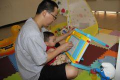 周扬波照片与儿子在一起的欢乐时光