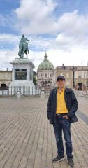 ARTIST_NAME作品在丹麦王宫门前