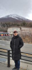 周逢俊照片在日本富士山