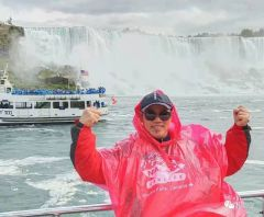 周逢俊照片在加拿大尼亚加拉大瀑布