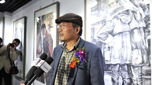 02-王良民老师接受媒体采访.JPG