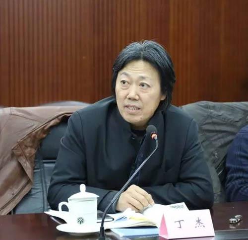 17中国文联美术艺术中心主任丁杰主持会议.jpg