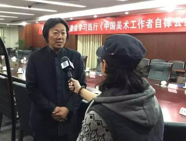 20中国文联美术艺术中心主任、中国美协艺委会秘书长现场接受媒体采访.jpg