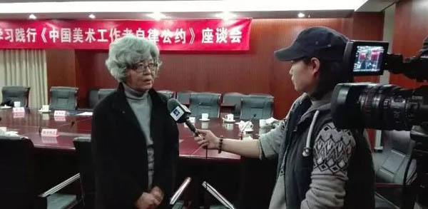 21中国画家代表王迎春现场接受媒体采访.jpg