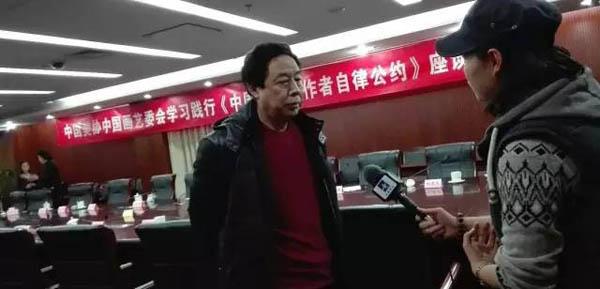 22中国画家代表苗再新现场接受媒体采访.jpg