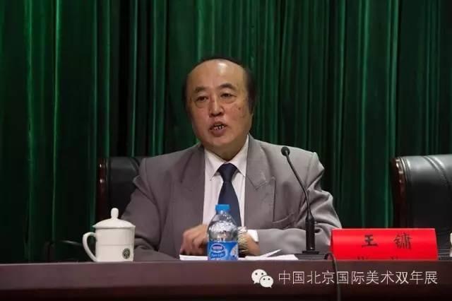 北京双年展策委会召集人王镛回答媒体提问  邢贺扬 摄.jpg
