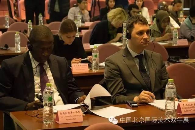 出席新闻发布会的驻华使馆外交官  邢贺扬 摄.jpg