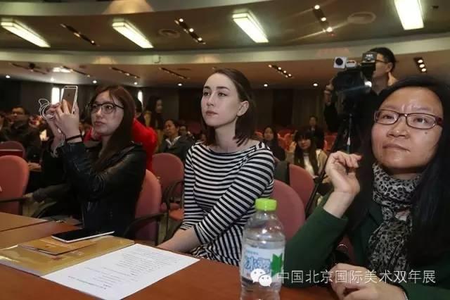 参加新闻发布会的国内外媒体  刘洪  摄.jpg