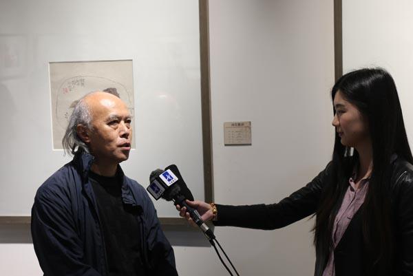 参展画家肖舜之接受采访.JPG
