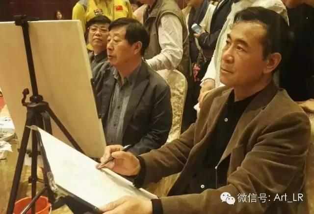 中国画名家刘选让与中国美协会主席刘大为一同为现场公益活动速写.jpg