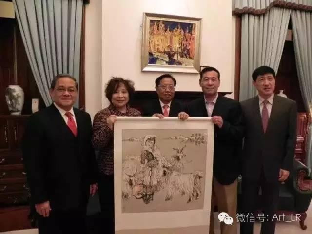 刘选让教授与香港收藏届朋友合影留念.jpg