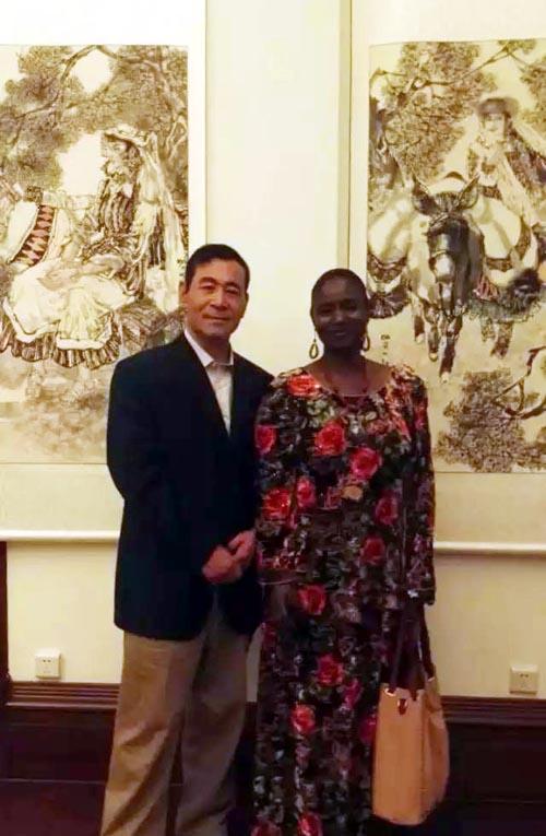 当代国画大家刘选让教授和外国友人在广州展览现场合影留念.jpg