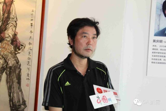 17黄庆明接受采访.jpg