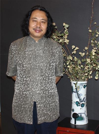 贾广健老师个照2016年副本.jpg