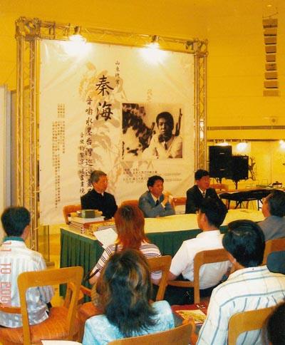 2004年在台湾高雄市举办个人画展.jpg