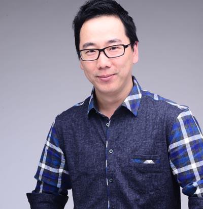 周扬波封面照3.JPG