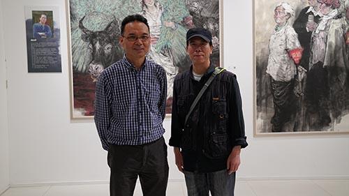 1,2016年5月21日,郭山泽在烟台美术馆展览现场与任惠中老师合影.JPG