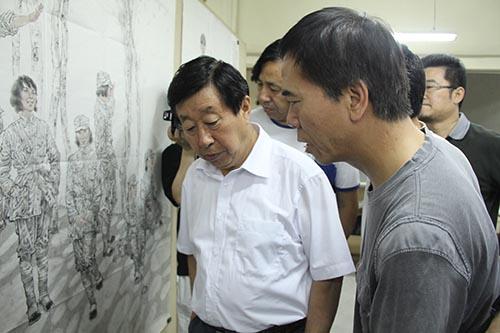 3,2011年6月,郭山泽与刘大为老师在国家画院2.JPG