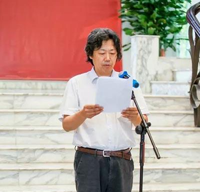 中国文联美术艺术中心主任、中国美协艺委会副主任、秘书长丁杰在开幕式上致辞.jpg