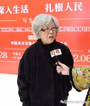 王迎春老师接受媒体采访.jpg