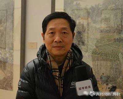 梅启林先生接受媒体采访.jpg
