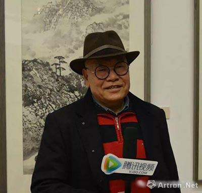 张松先生接受媒体采访.jpg
