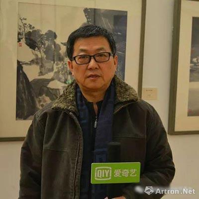 优乐娱乐官网先生接受媒体采访.jpg