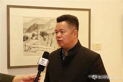 袁学君先生接受媒体采访.jpg