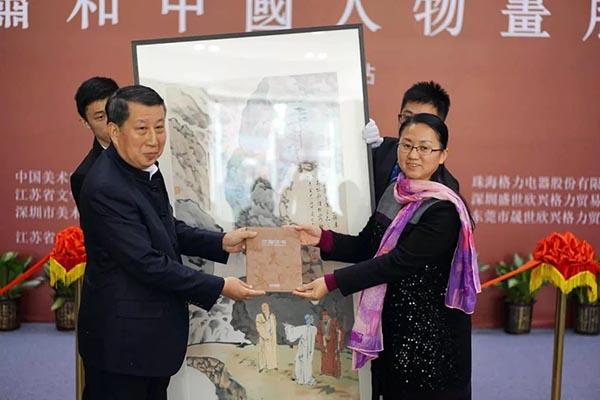 开幕式现场,萧和老师捐赠作品《虎溪三笑》给大芬美术馆,作为馆藏作品。.jpg