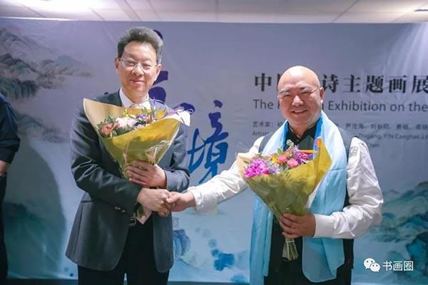 江苏省文化厅副厅长马宁与艺术家尹沧海合影.jpg