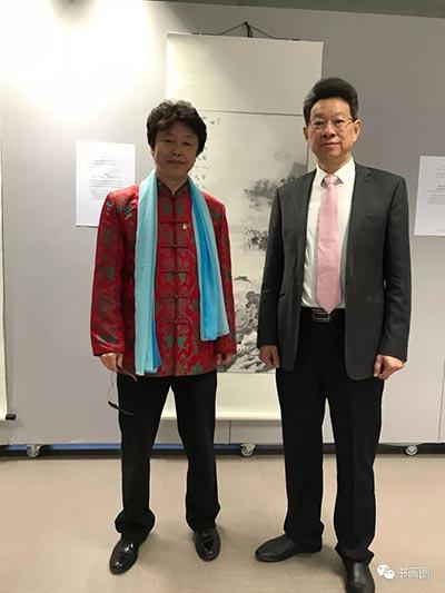 江苏省文化厅副厅长马宁与艺术家于亨合影.jpg