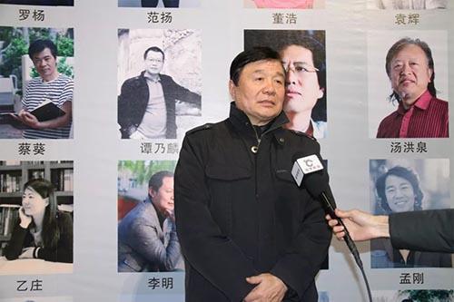 袁辉老师接受媒体采访.jpg