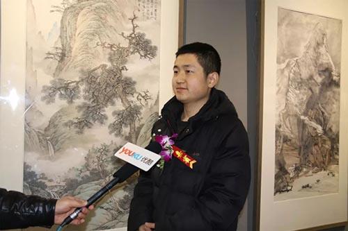 关杜平老师接受媒体采访.jpg